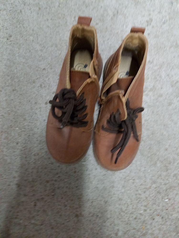 chaussure enfant taille  28 bon état 25 La Varenne (49)