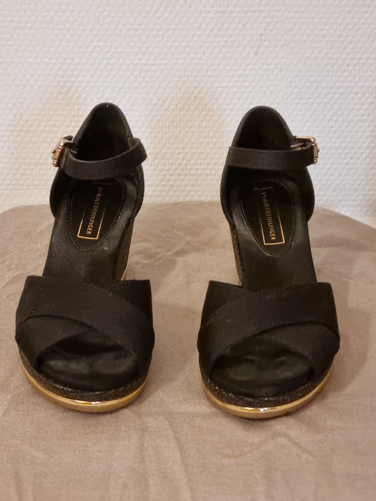 Chaussure femme tommy hilfiger taille 38 superbe état 30 Vitré (35)