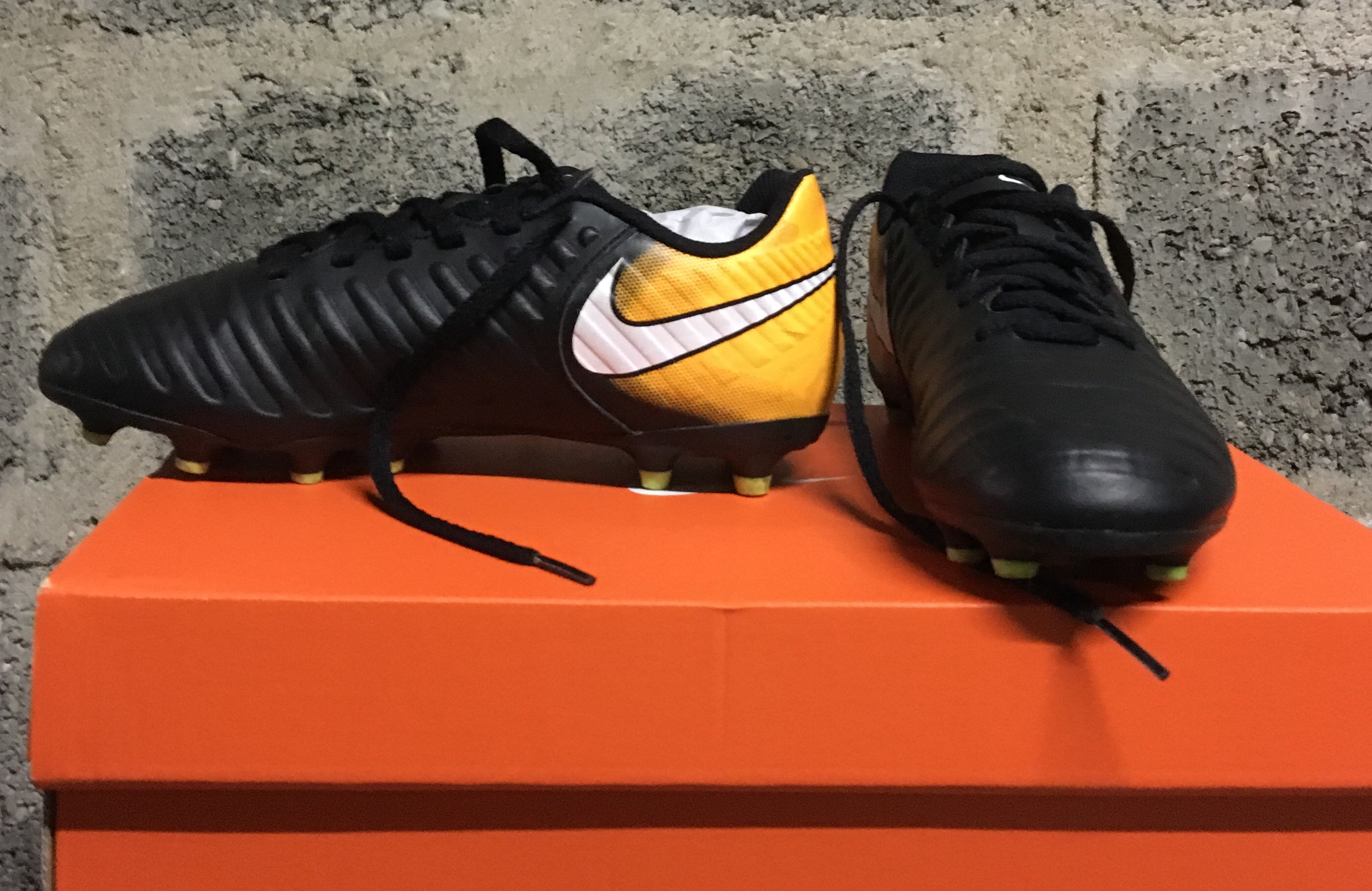 where to buy great fit united states chaussure de foot NIKE à crampons taille 34