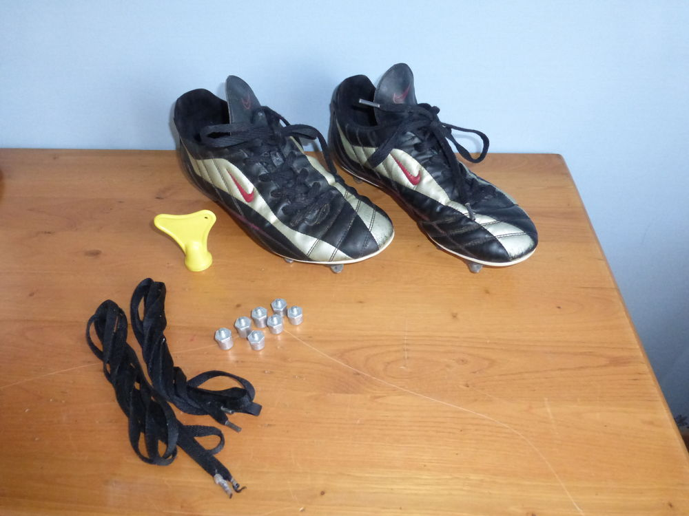 CHAUSSURE DE FOOTBALL NIKE crampons -43 Sports