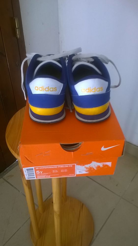 Chaussures adidas couleur bleue 5 Bourg-lès-Valence (26)