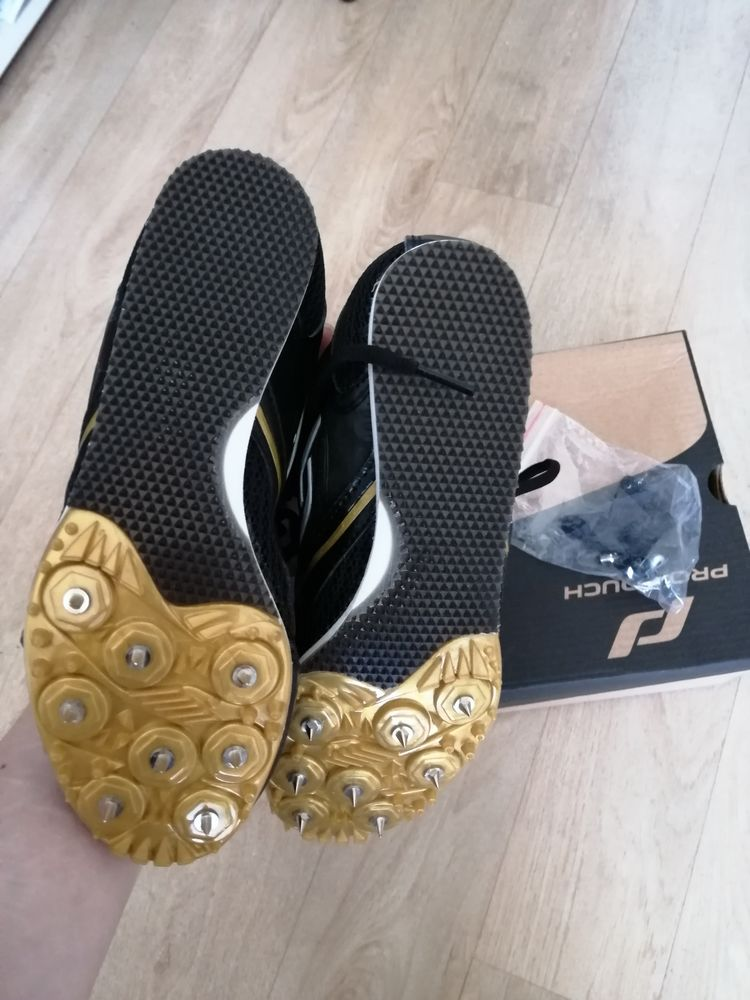 Chaussures athlétisme T35 neuve  24 Niort (79)