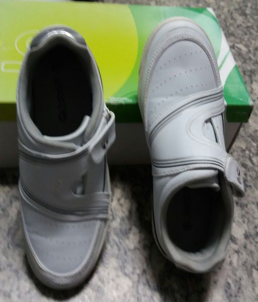 CHAUSSURES Blanches type  Golf  Pointure 40 29 Nantes (44)