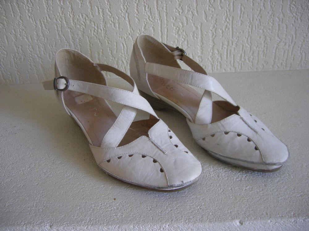 Chaussures à brides marque Sweet - Point  37 14 Saint-Jean (31)