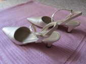 chaussures couleur crème satiné 25 Poissy (78)