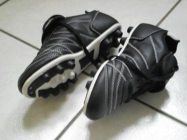 Chaussures à crampons foot - pointure 37 15 Villeurbanne (69)