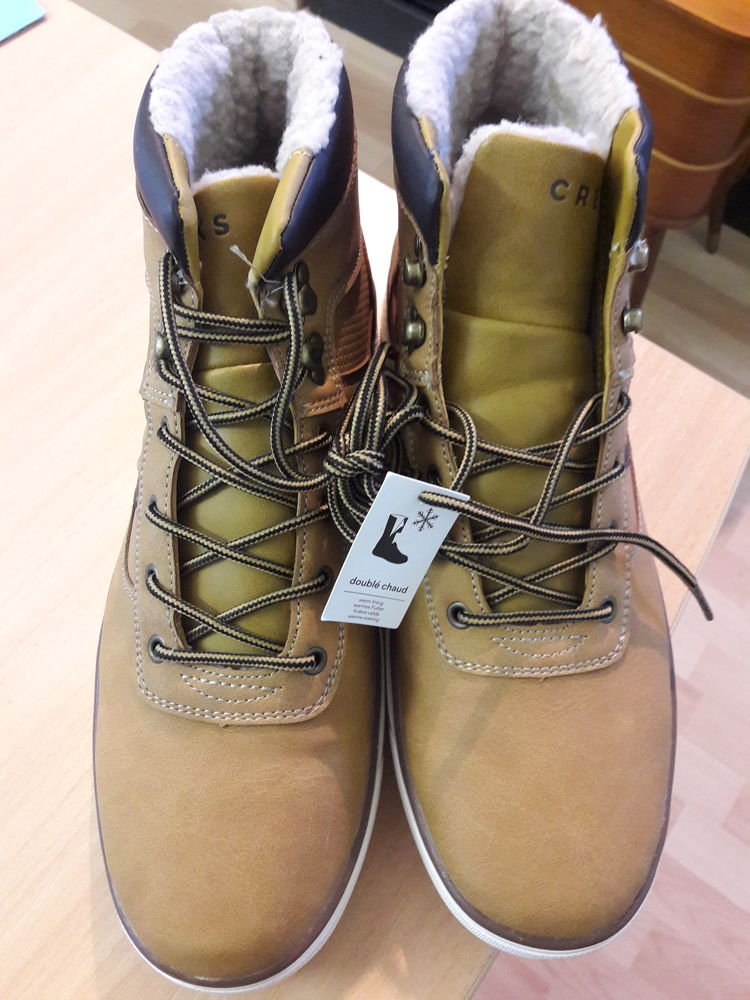 Chaussures CREEKS T43 20 Grenoble (38)