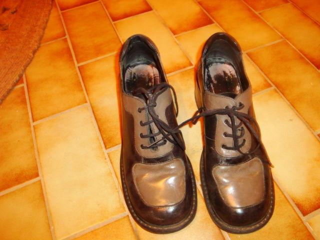 Chaussures en cuir à lacets noire et grise marque TEXTO 6 Nimes (30)