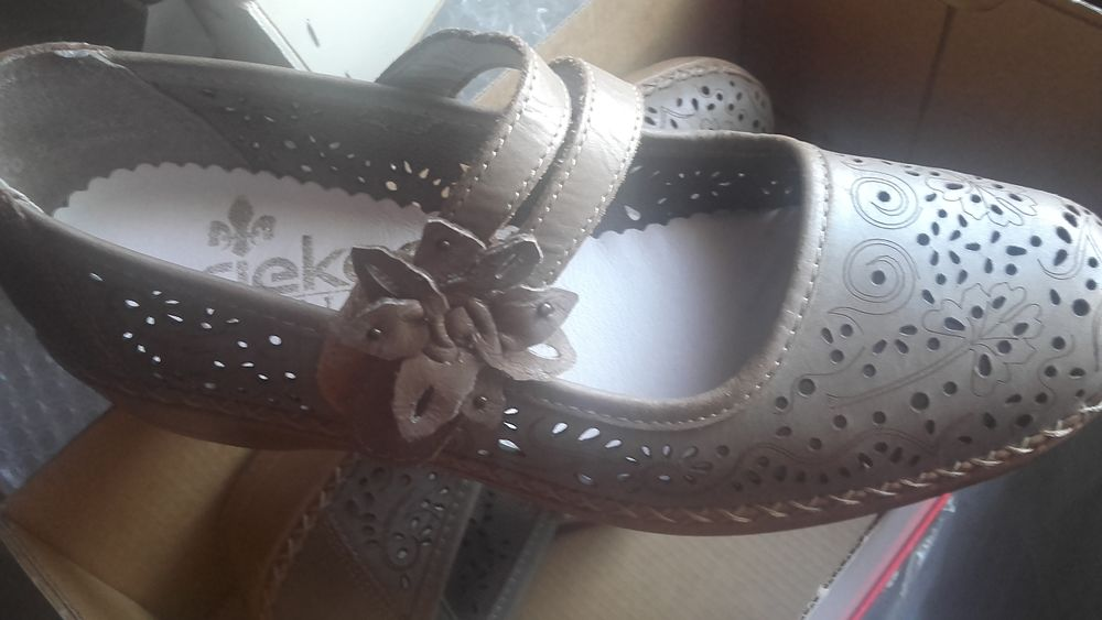Achetez chaussures femmes neuf revente cadeau, annonce