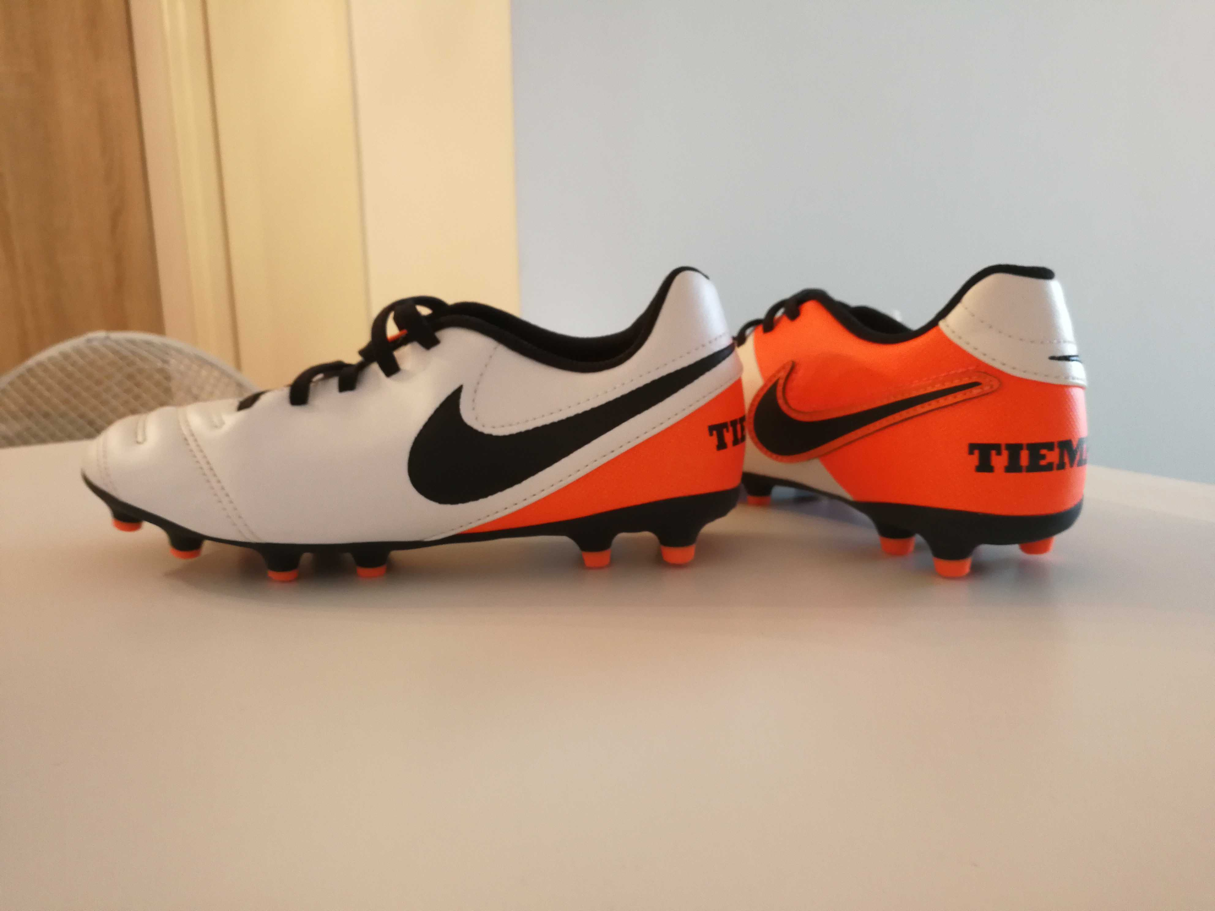 Chaussures de foot Nike taille 35