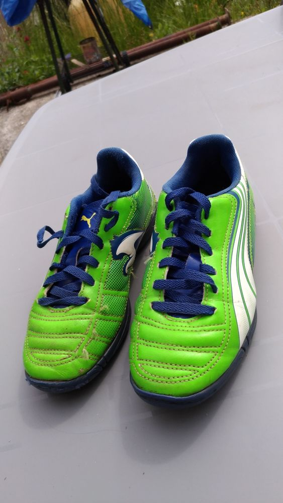 Chaussures football PUMA taille 33 Chaussures enfants