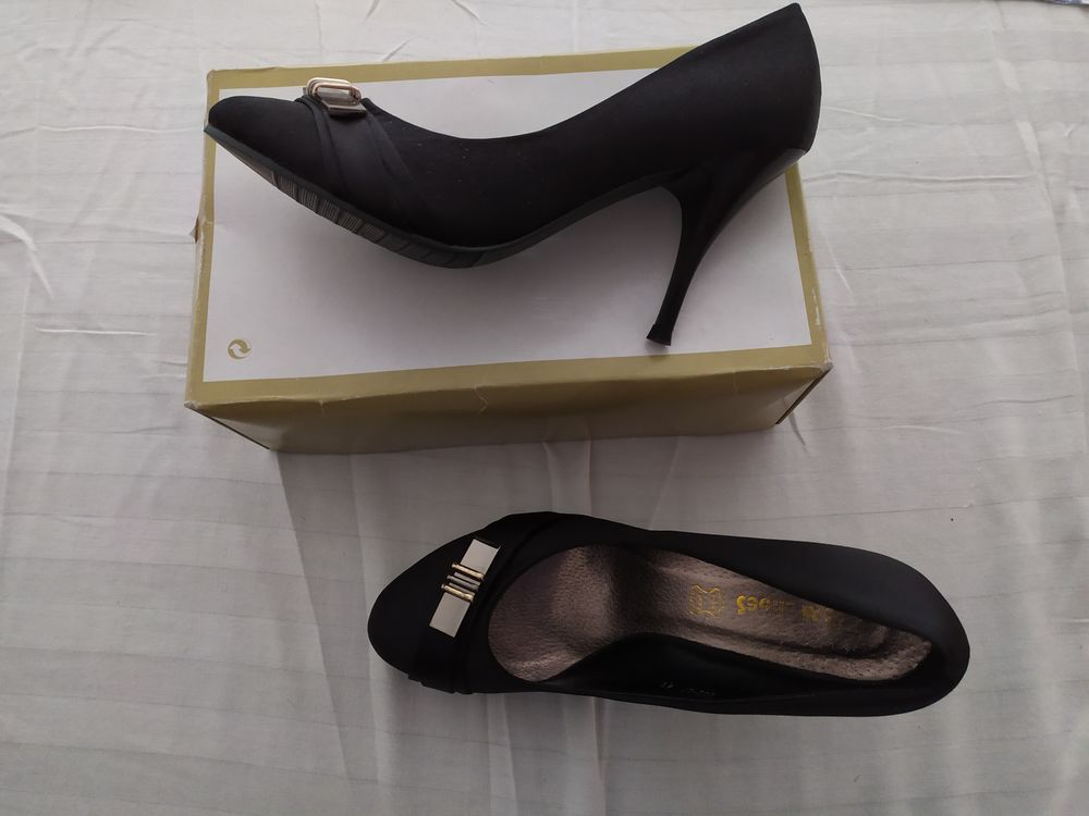 CHAUSSURES NEUVES CUIR FEMME    I & M Shoes   Point:41 10 Royan (17)