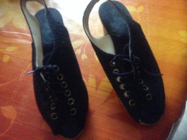 Chaussures noire dentelle .pointure 37  12 Six-Fours-les-Plages (83)