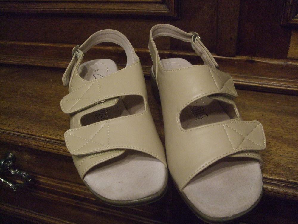Chaussures été ouvertes pour dame. P 37. 10 Sablet (84)