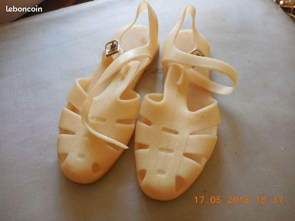 chaussures de plage en plastique vintage 38 4 Sète (34)