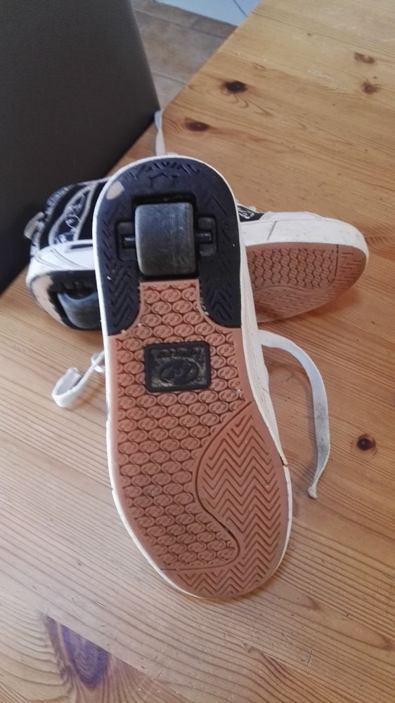 CHAUSSURES A ROULETTES HEYLISS 39 15 Orcemont (78)
