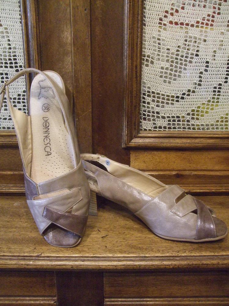 Chaussures été / mi saison, pour dame. P 39. 10 Sablet (84)