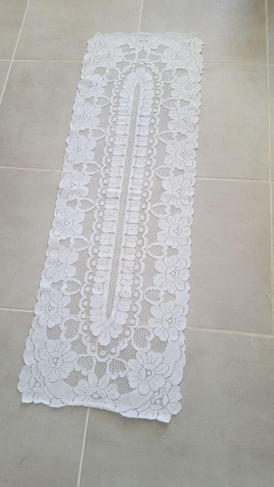 chemin de table blanc 4 Sète (34)