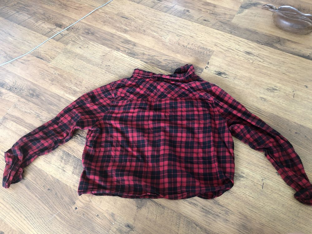 chemise à carreaux rouge et noir  5 Saint-Denis (97)