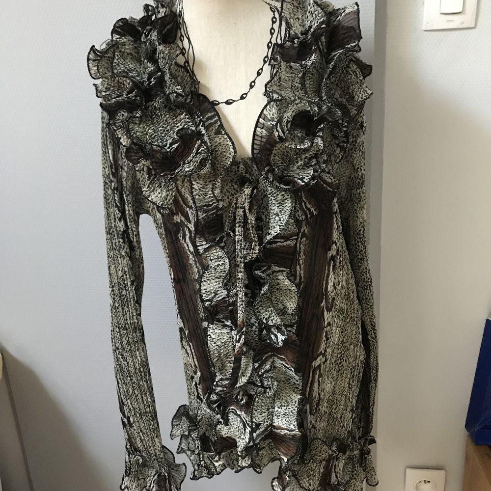 Chemise veste légère volantée  T. L 7 Saint-Genis-Laval (69)