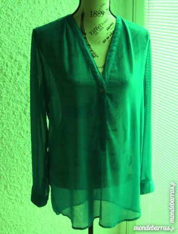 Chemisier. Marque «ESPRIT». Teinte vert. Taille 40 24 Longlaville (54)