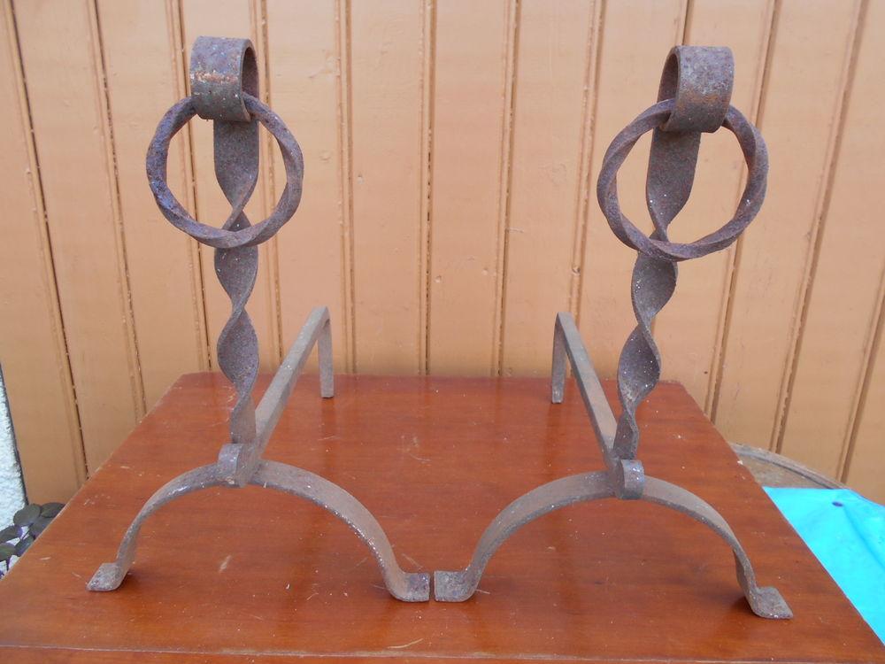 CHENETS CHEMINEE en métal travaillé, L. 35 cm, h. 35 cm. En  30 Dammarie-les-Lys (77)