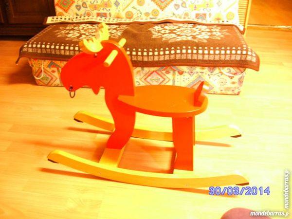 chevaux bascule occasion annonces achat et vente de chevaux bascule paruvendu mondebarras. Black Bedroom Furniture Sets. Home Design Ideas