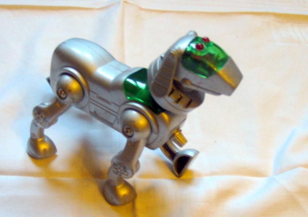 Chien robot Réf: J 21 5 Pantin (93)