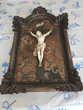 Christ en ivoire encadré de la fin du XVIIIe siècle ou tout