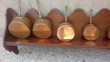 Lot de cinq casseroles en cuivre étamé signé