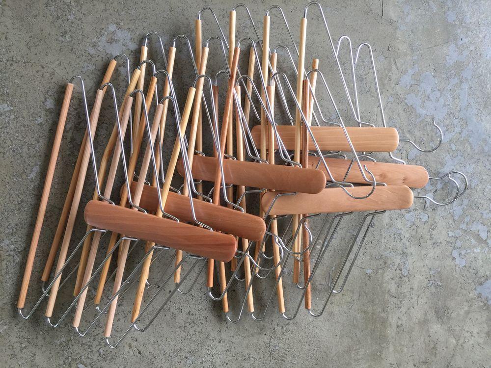 6 cintres métal et bois 20 Romainville (93)