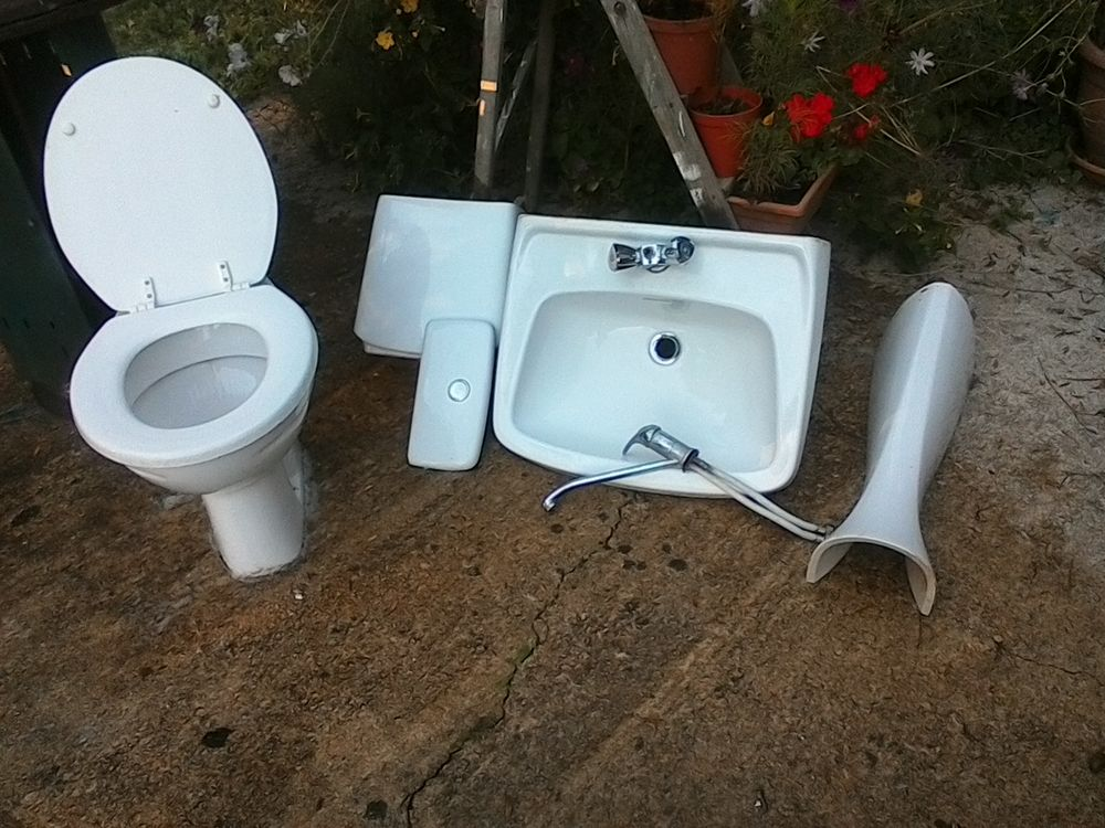 WC et cistern, tres prope 15 Saint-Maurice-en-Quercy (46)