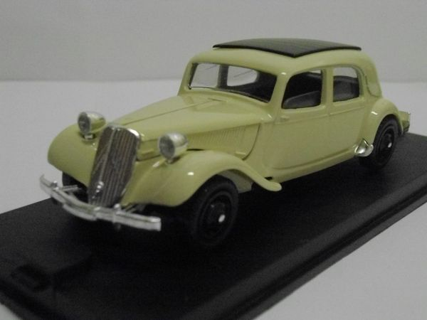 Citroën 15 cv toit ouvrant 1950 - VEREM 28 Follainville-Dennemont (78)
