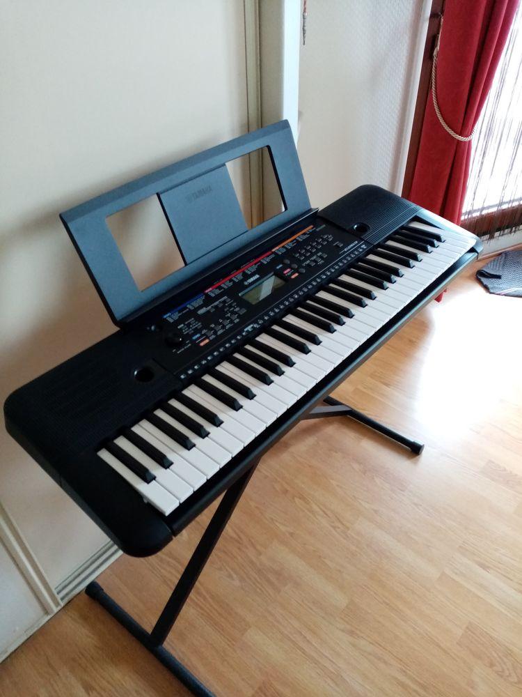 Clavier numérique YAMAHA PSRE263. 61 touches. Instruments de musique