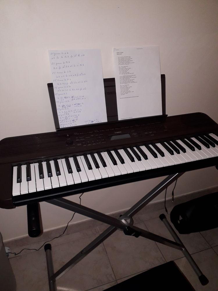 Clavier yamaha psr e360  180 Limetz-Villez (78)