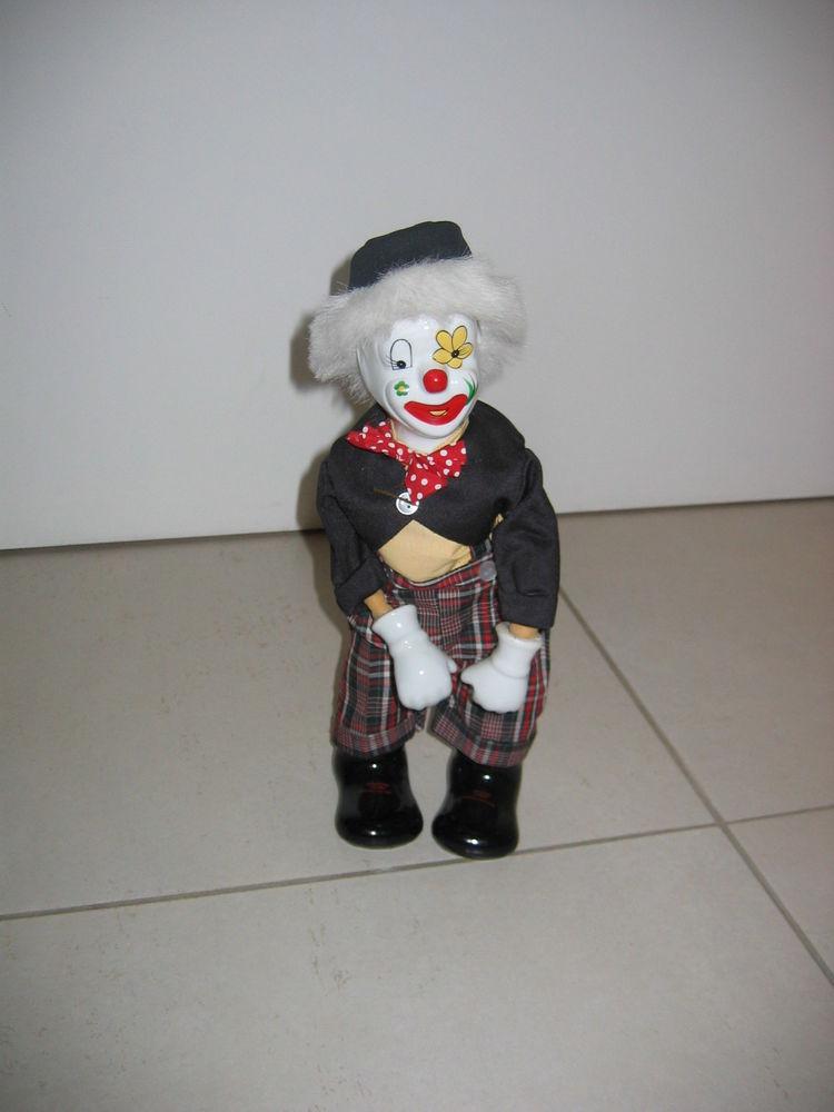 Clown automate mécanique porcelaine. 40 Le Vernois (39)