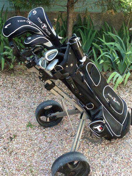 clubs de golf ,sac et chariot  200 Aix-en-Provence (13)