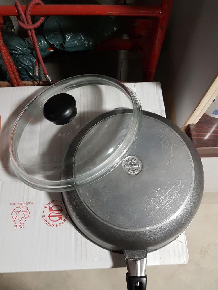 Cocotte en fonte d'aluminium traitée anti-adhésive 10 Lyon 7 (69)