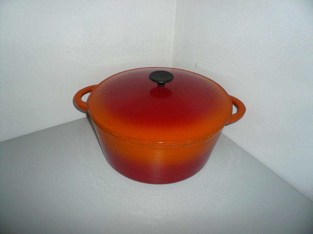 Cocotte en fonte émaillée avec son couvercle diamètre 33cm 50 Saint-Laurent-en-Grandvaux (39)