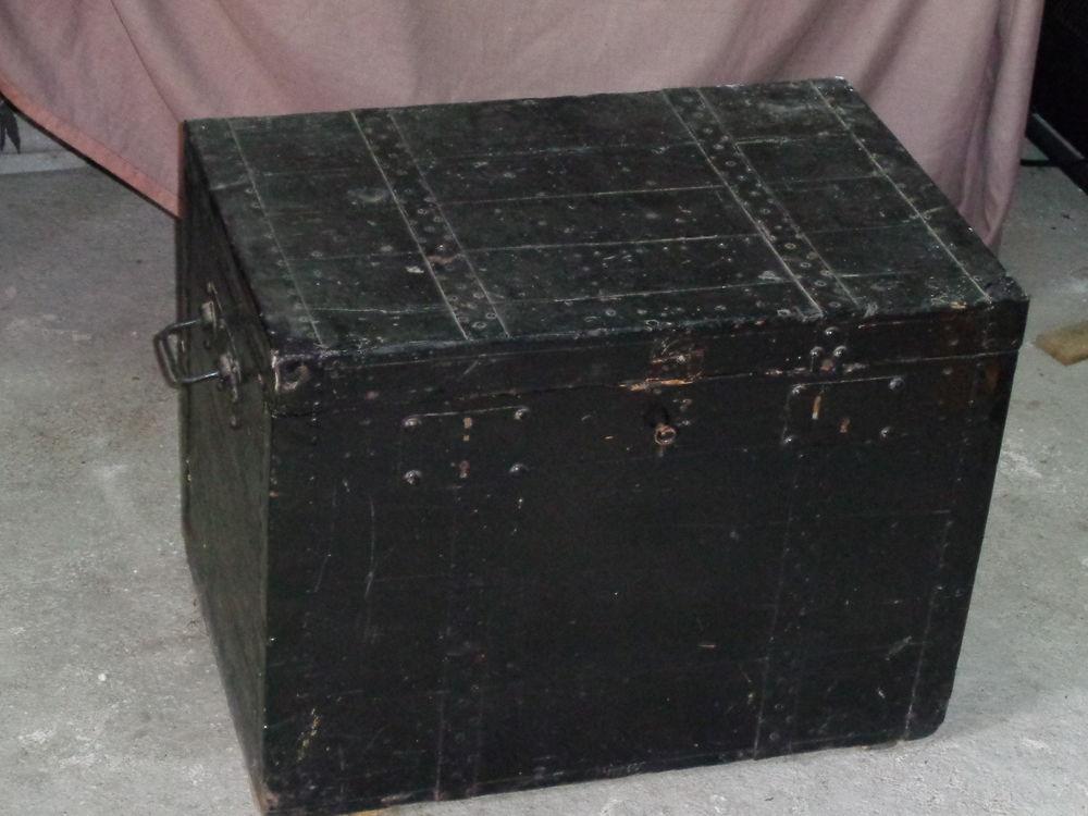 coffre ancien 1930 40 La Verpillière (38)