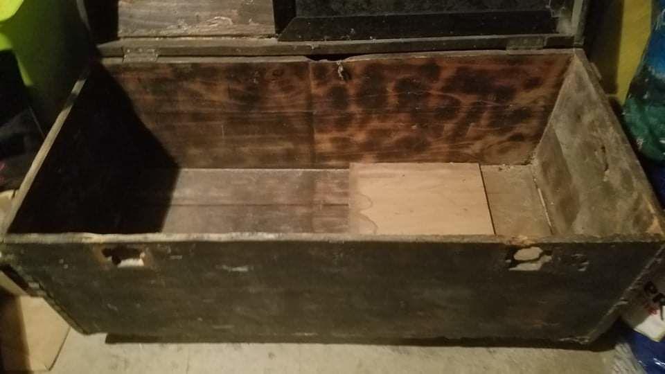 coffre en bois avec des roulettes 40 Loupian (34)