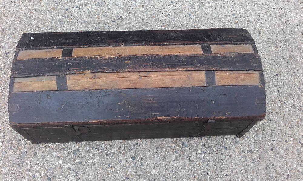 malles en bois occasion annonces achat et vente de. Black Bedroom Furniture Sets. Home Design Ideas