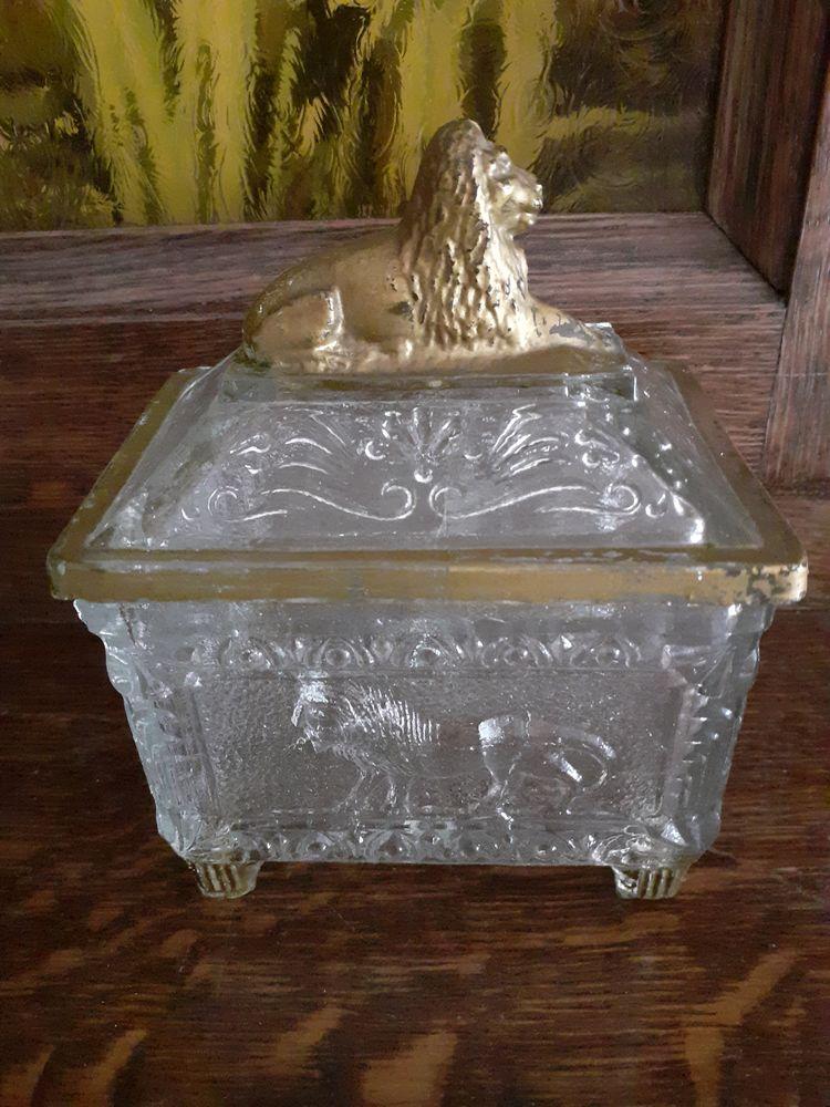 coffret à bijoux ou pilules en verre moulé modèle lion 20 Montaigu (85)