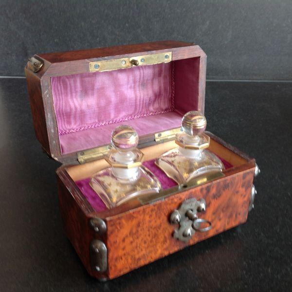 Coffret à parfums avec deux flacons 19ème 750 Fontvieille (13)