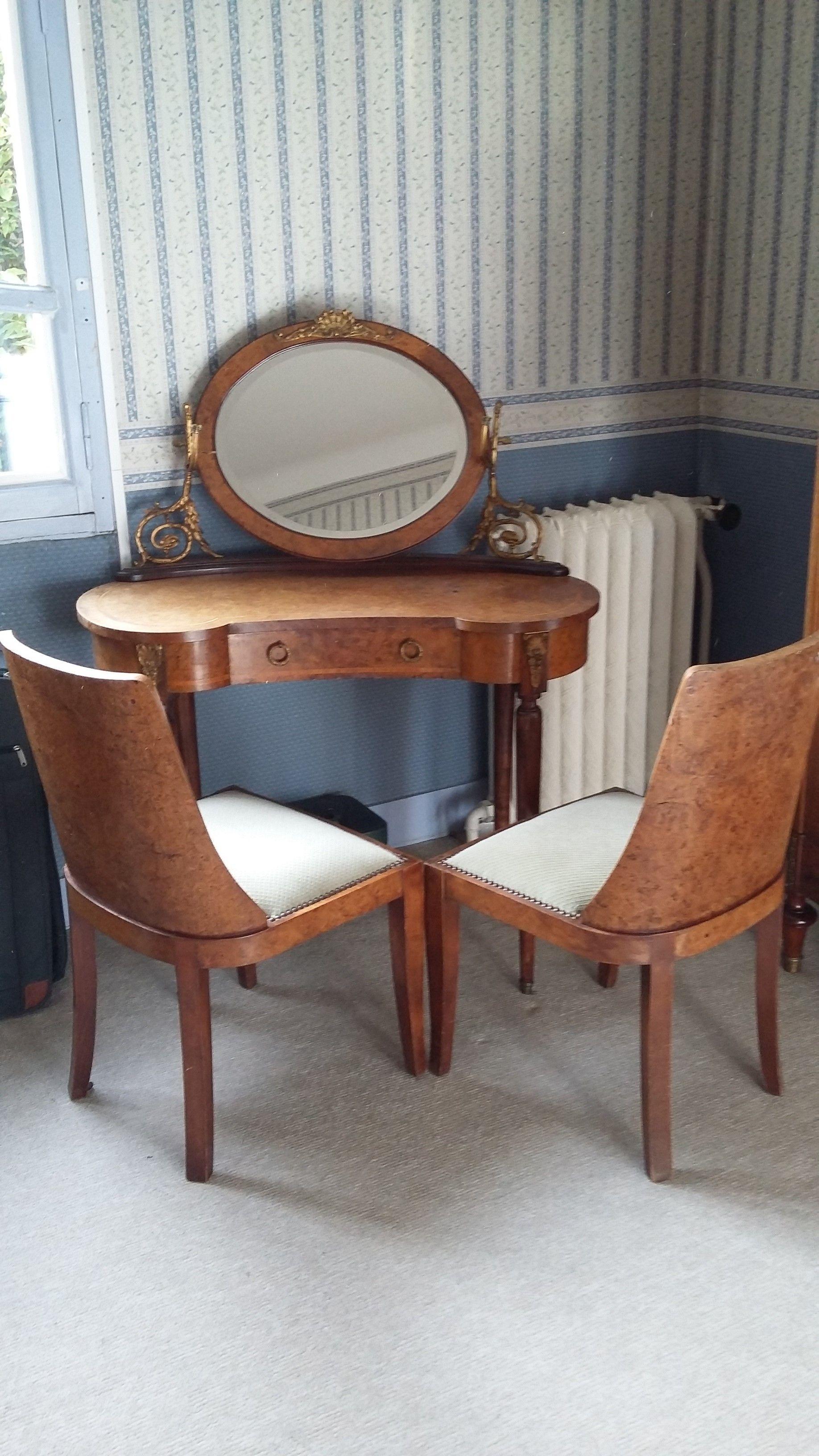 coiffeuse et deux chaises Meubles