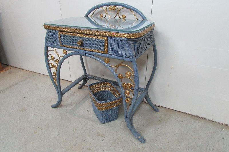Coiffeuse vintage rotin tressé bleue et or Meubles
