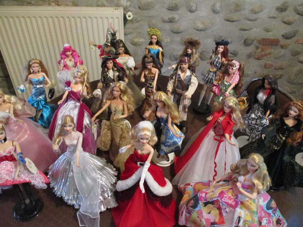 COLLECTION   BARBIES 1300 Pamiers (09)