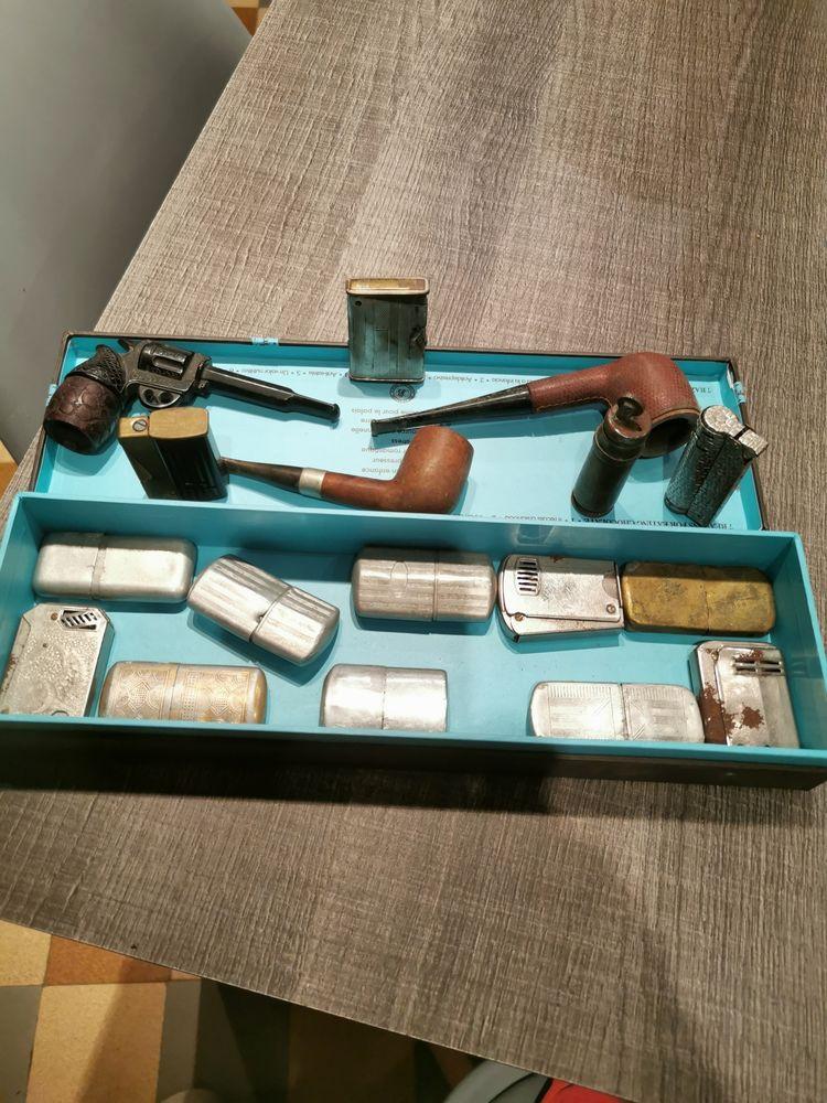 : Collection de briquets anciens plus 3 pipes . 200 Saint-Baudille-et-Pipet (38)