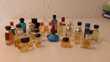 Collection de 28 miniatures parfum.
