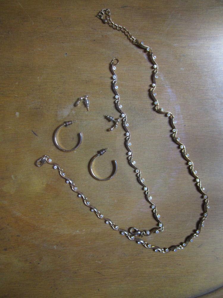 collier bracelet et boucles d'oreilles fantaisie  0 Mérignies (59)